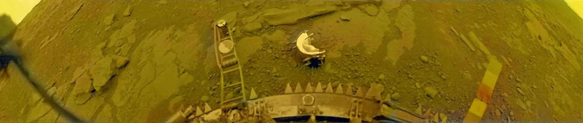 Sonda Sovjetskog saveza Venera 13 snimila je dvobojne panorame površine Venere 1982.